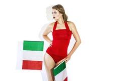 拿着意大利旗子的肉欲的橄榄球支持者 免版税图库摄影