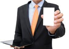拿着或显示在wh的商人空白的名片孤立 免版税库存图片