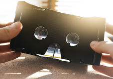 拿着手vr玻璃的人 虚拟现实 创新 概念娱乐 库存图片