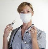 拿着护士注射器 免版税库存照片