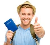 拿着护照白色背景的愉快的年轻旅游人 免版税库存图片