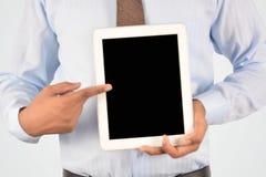 拿着数字式片剂个人计算机,被隔绝的非常professiona的商人 库存照片
