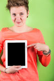 拿着数字式片剂的妇女 库存图片