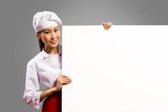 拿着文本的亚裔女性厨师海报 免版税库存照片