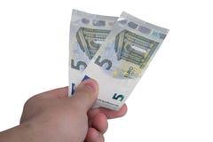 拿着新的五张欧洲钞票的手 免版税库存图片