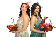 拿着春天妇女的美丽的花 图库摄影