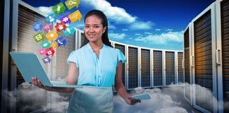 拿着智能手机和膝上型计算机3d的微笑的女实业家的综合图象 免版税库存图片