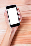 拿着智能手机的女性手 免版税库存照片