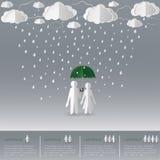 拿着有妇女的人的概念伞一个雨天、纸艺术和origami样式 图库摄影