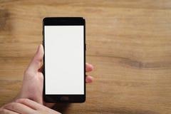 拿着有空白的白色屏幕的女性青少年的手智能手机 免版税图库摄影