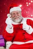 拿着杯牛奶和星形状曲奇饼的圣诞老人的综合图象 免版税图库摄影