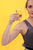 拿着杯香槟的妇女 免版税库存照片