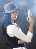 拿着枪的美丽的性感的女孩 免版税图库摄影