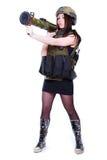 拿着枪榴弹发射器的军事伪装的妇女 免版税库存照片