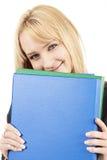 拿着某些妇女的美丽的白肤金发的文件 库存照片