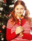 拿着查出的冰棍流行音乐相当白人妇女新 圣诞节我的投资组合结构树向量版本 免版税图库摄影