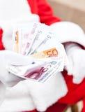 拿着欧元的圣诞老人 库存照片