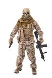 拿着步枪的无法认出的罪犯 免版税库存照片