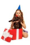 拿着毛茸的礼物的生日快乐女孩 图库摄影