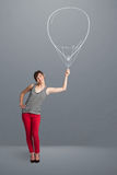 拿着气球图画的美丽的妇女 库存图片
