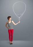 拿着气球图画的美丽的妇女 图库摄影