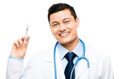 拿着注射器的拉丁美洲的医生 库存图片