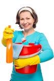 拿着清洗的美丽的微笑的主妇一朵浪花 库存照片