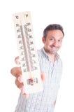 拿着温度计的微笑的人 免版税库存图片