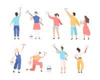拿着漆滚筒和绘或者写给文本做广告在墙壁上的男性和女性画家的汇集 套  库存例证