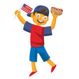 拿着热狗和挥动美国旗子的男孩 免版税库存图片