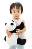 拿着熊猫玩具的中国小女孩 免版税库存图片