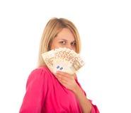 拿着爱好者的年轻微笑的妇女由欧洲金钱制成 库存照片