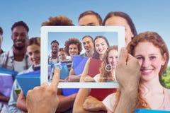 拿着片剂个人计算机的手的综合图象 免版税库存照片