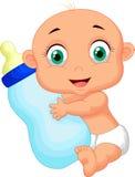 拿着牛奶瓶的逗人喜爱的婴孩动画片 免版税库存照片