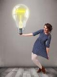 拿着现实3d电灯泡的美丽的夫人 库存图片