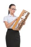 拿着球框架的年轻女实业家。 库存图片