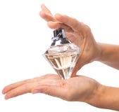 拿着瓶香水我 免版税图库摄影