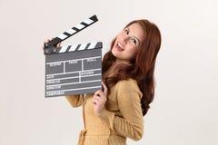 拿着电影板岩的女孩 免版税库存图片