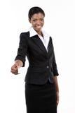 拿着白色名片的年轻女实业家 免版税库存图片