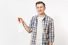 拿着白色有擦净剂液体的方格的衬衣的年轻管家人空白空的清洗的浪花瓶被隔绝  库存照片