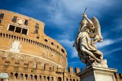 拿着矛的亦称天使在圣洁天使城堡圣天使城堡在罗马,意大利 免版税库存照片