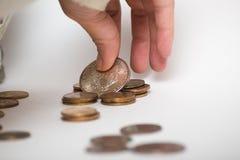 拿着硬币的手 免版税图库摄影