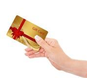 拿着礼品券的手被隔绝在白色 免版税图库摄影