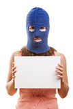 拿着空插件的巴拉克拉法帽的妇女 图库摄影