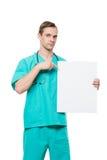 拿着空插件的微笑的医生被隔绝  免版税库存图片