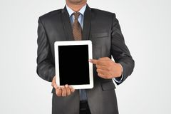 拿着空白的数字式片剂个人计算机,被隔绝的非常profe的商人 库存图片