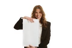 拿着空白的横幅的女实业家 库存图片