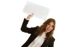 拿着空白的横幅的女实业家 免版税库存图片