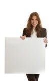 拿着空白的横幅的女实业家 免版税库存照片