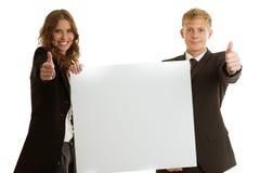 拿着空白的横幅的小组businesspersons 库存图片